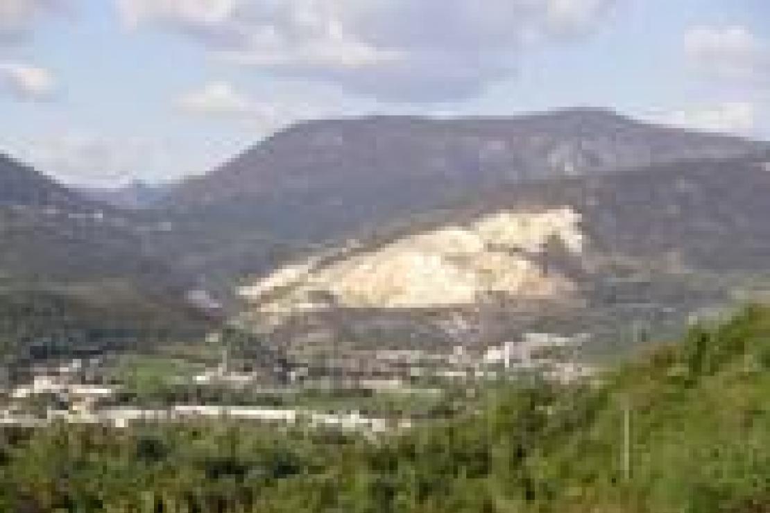 Botticino DOC: un prezioso rosso rubino tra il marmo bianco delle colline bresciane