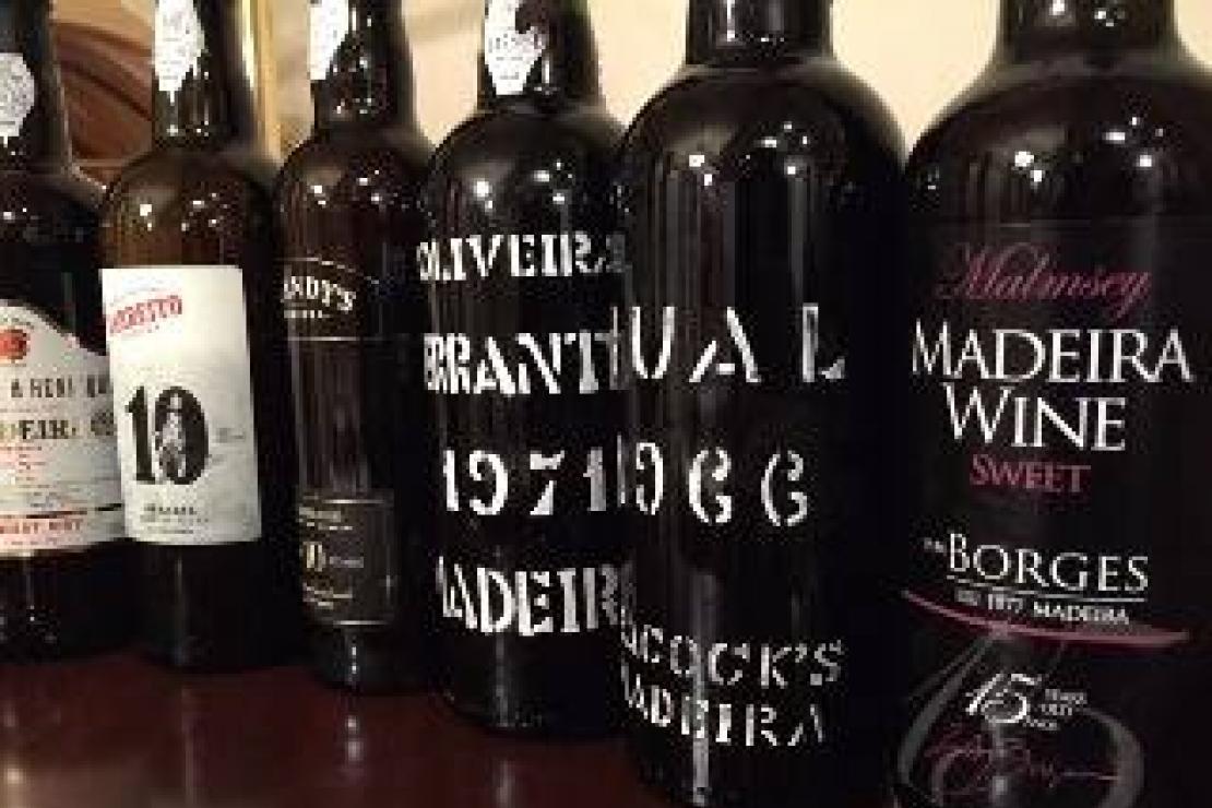 Madeira, storia dell'incredibile vino che arriva dai Tropici