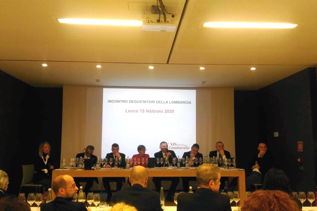 I degustatori di AIS Lombardia a confronto con il mercato insieme a Michèle Shah