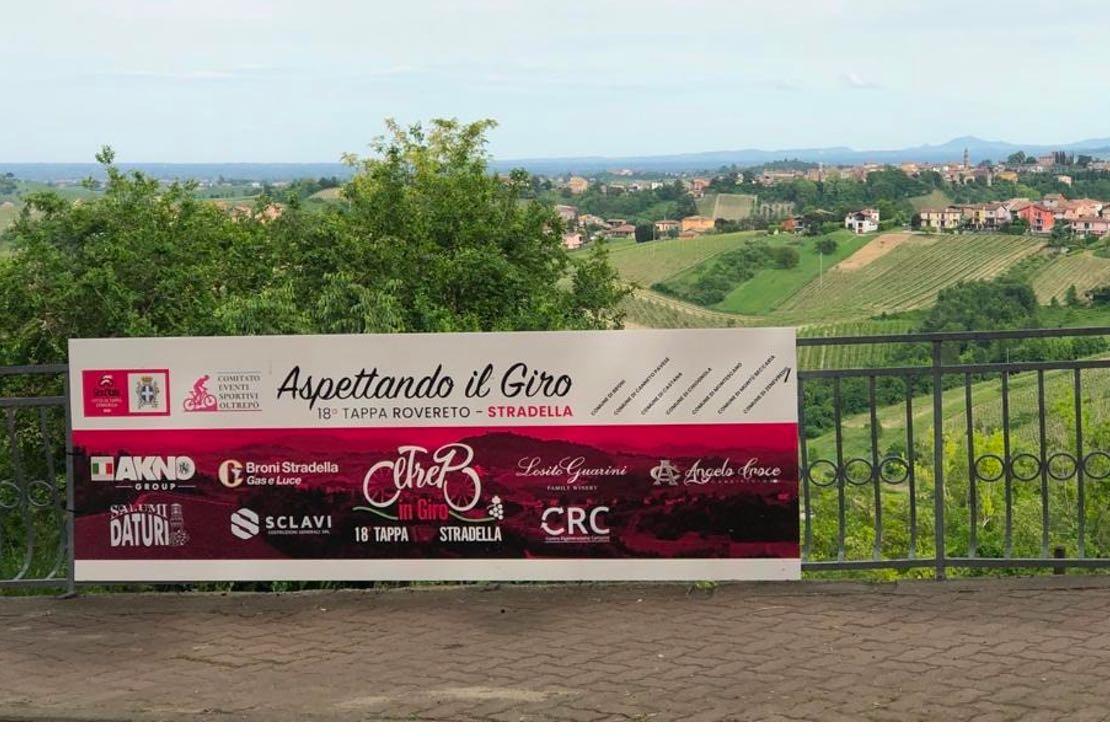 Il Giro d'Italia rende omaggio all'Oltrepò Pavese