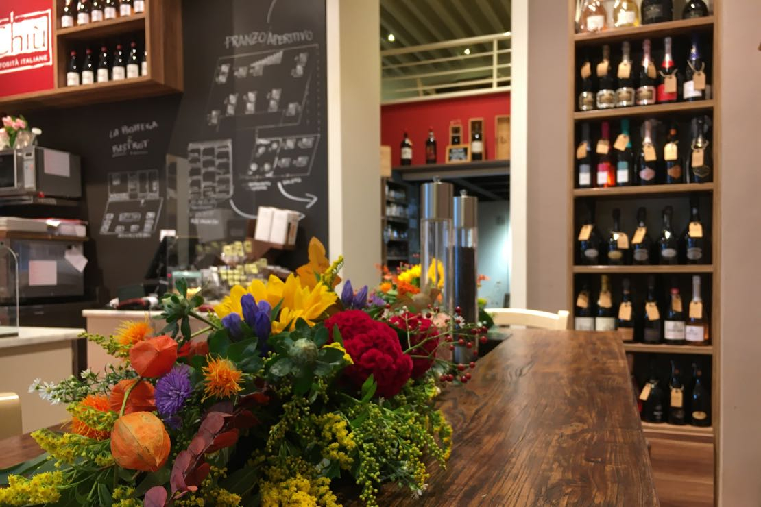 Wine Expert Sommelier/Cameriere e Store Assistant in Bistro-Bottega Gourmet Milano