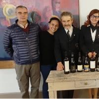 Al centro della foto, il Relatore AIS Ettore Paladino che ha condotto la serata con la Delegata Roberta Agnelli.
