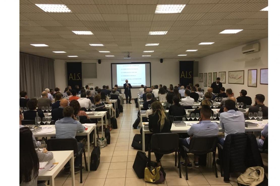 Open Day AIS Brescia e banco di assaggio dedicato al Lugana