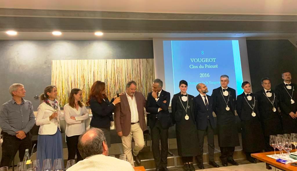 Il gruppo della Delegazione di Bergamo con Roberta Agnelli (Delegata), Armando Castagno, il Presidente di AIS Lombardia Hosam Eldin Abou Eleyoun e i Sommelier di servizio