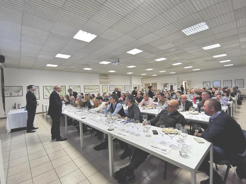 La sala della sede di AIS Brescia durante la serata
