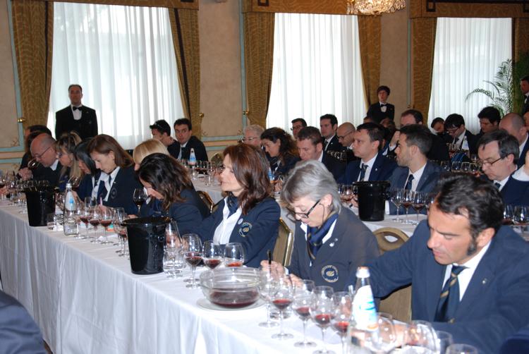 Degustatori AIS Lombardia durante la lezione di Mauro Carosso