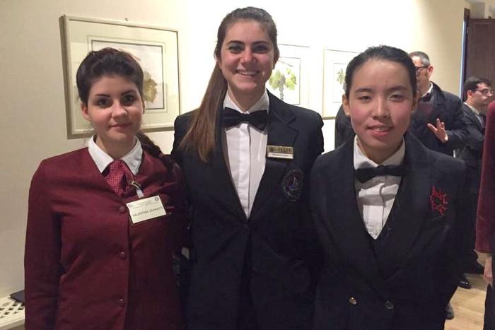 """Le finaliste della categoria """"Under 16"""": Valentina Zampatti, seconda classificata, Elena Sblendorio, la vincitrice, e Giovanna Zhou, terza classificata"""