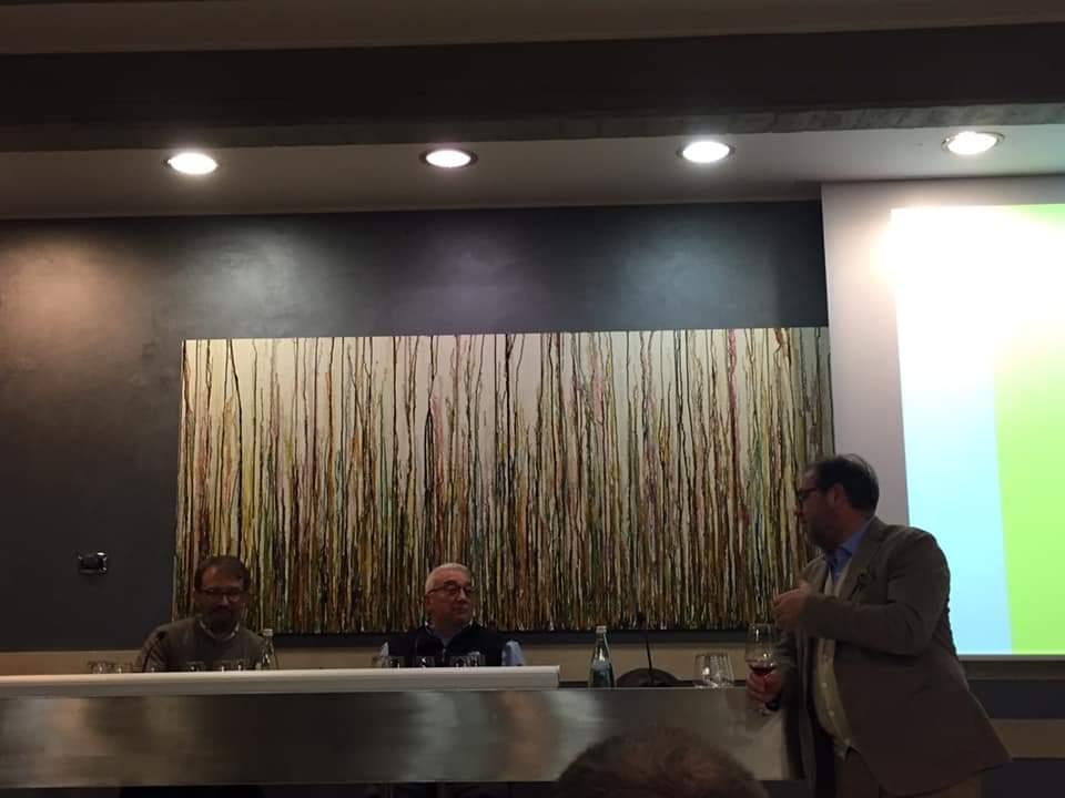L'enologo Paolo Zadra, il produttore Giuseppe Magni e il relatore della serata, il giornalista Elio Ghisalberti